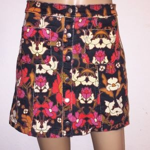 Urban Outfitters Snap front Floral Mini Skirt SZ S
